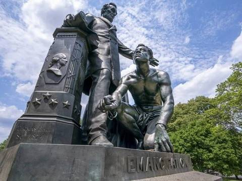 the emancipation memorial showing lincoln freeing a slave