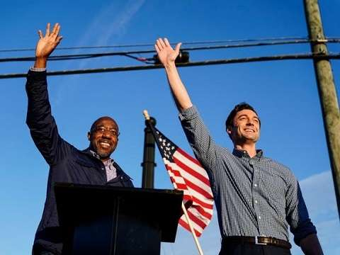raphael warnock and jon ossoff waving to the crowd in georgia before the 2020 senate runoff election