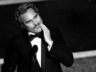 joaquin phoenix at the 2020 academy awards winning best actor for joker